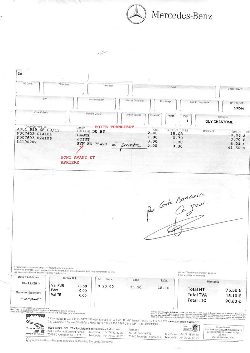 Une trace d'huile/graisse jaune séché sous la boite de transfert Seb02710