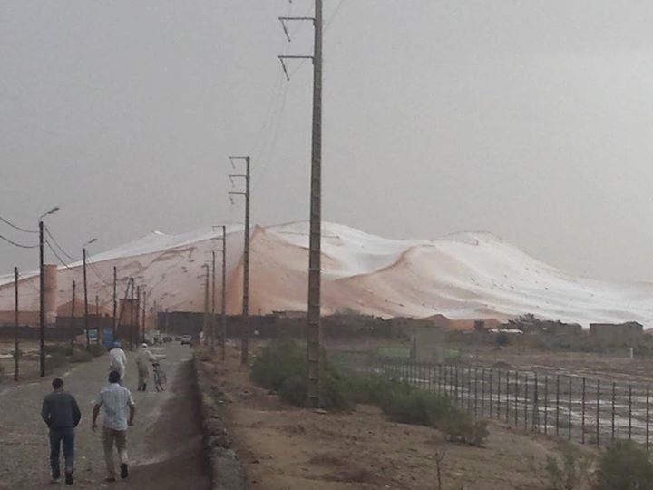 En images: La grêle couvre les dunes de merzouga 11377310
