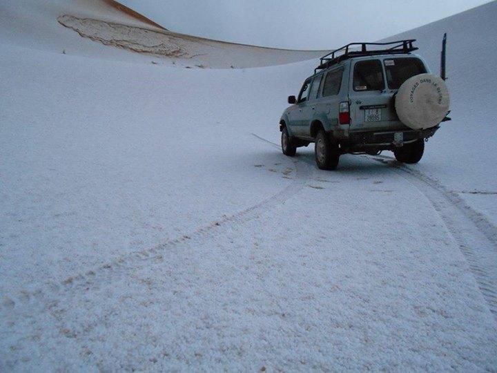 En images: La grêle couvre les dunes de merzouga 17693_11