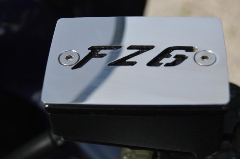 Couvercle chromé FZ6 pour réservoir Lockheed Bloc0210