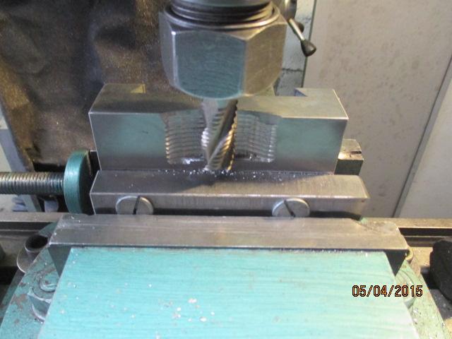 Appareil à faire des arrondis sur les métaux par jb53 Img_0931