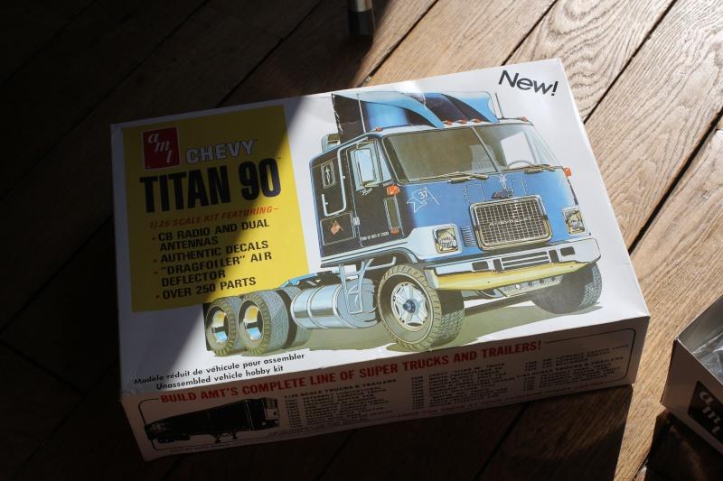 Truck CHEVY TITAN 90 avec Haulaway trailer Amt Img_1526