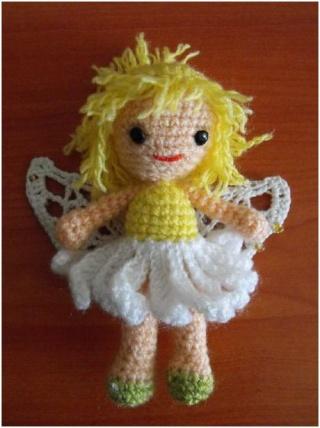 Vitrine des poupées et personnages de dessins animés. TOUTES A VOS CROCHETS  Fee_de10