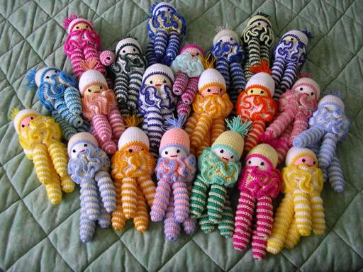 Vitrine des poupées et personnages de dessins animés. TOUTES A VOS CROCHETS  Le_lut10