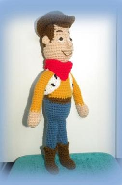 Vitrine des poupées et personnages de dessins animés. TOUTES A VOS CROCHETS  Woody_10