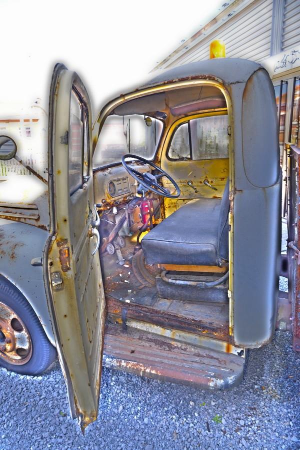 Le vieux camion. 2015-054