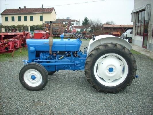 Sur quel(s) tracteur(s) avez vous appris à conduire? - Page 3 Gebrau10