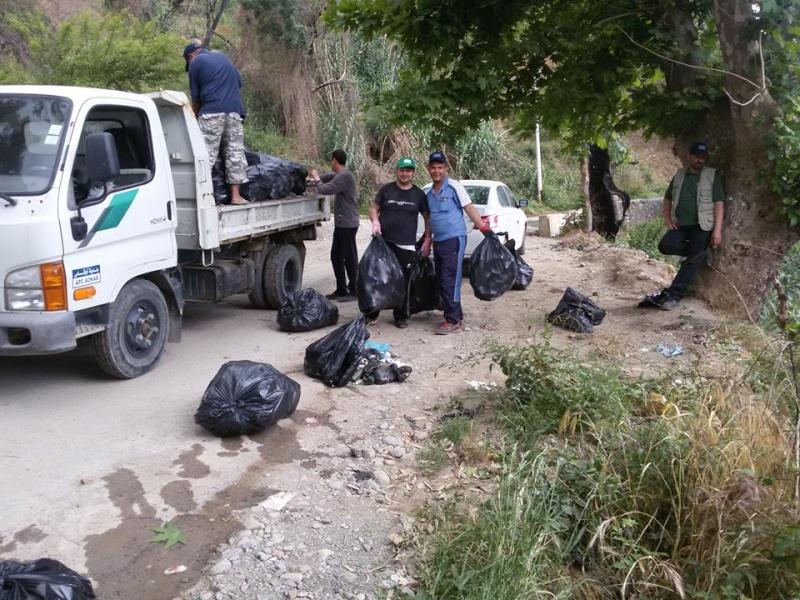 volontariat de nettoyage de la route du Cap à Aokas le 15 mai 2015 - Page 3 545