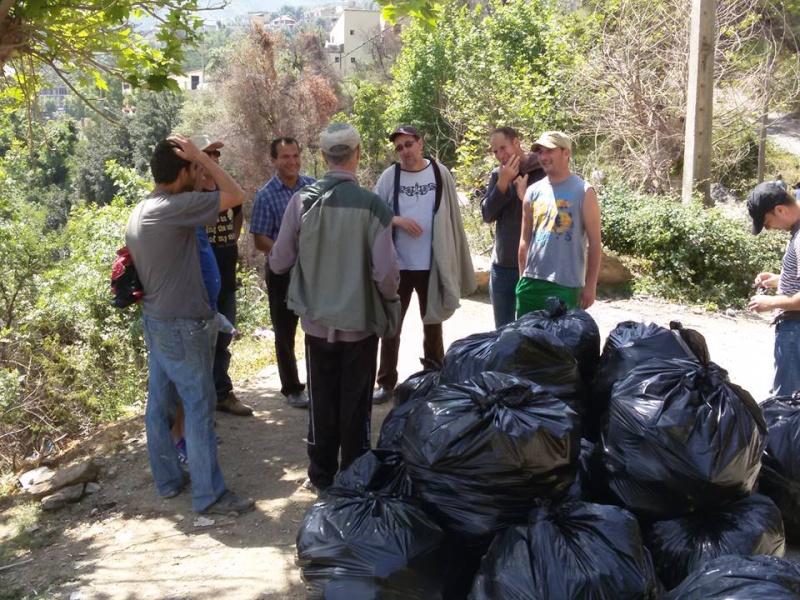 volontariat de nettoyage de la route du Cap à Aokas le 15 mai 2015 - Page 3 548
