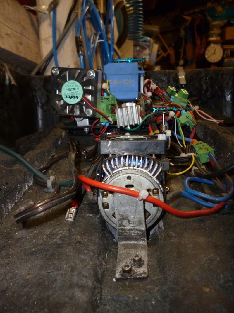 mes bricolages ( bateau amorceur, rod pod, etc ..) P1030129