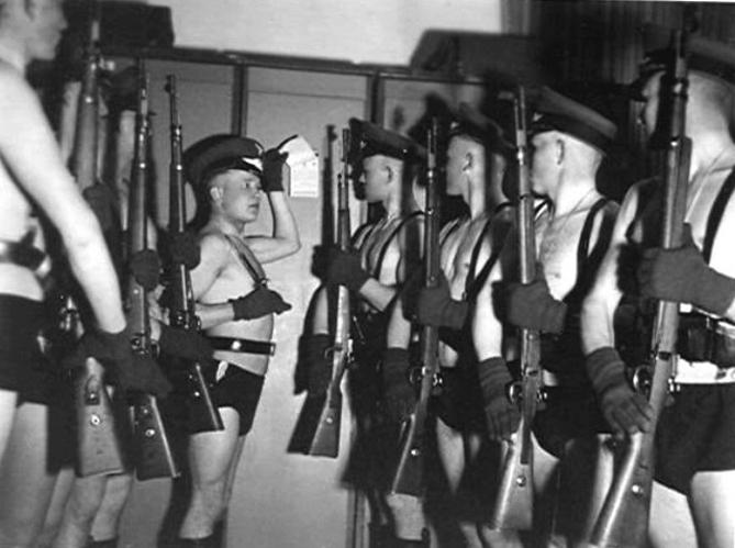 Les soldats de la Luftwaffe au repos ! - Page 2 1113