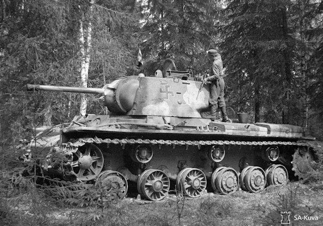 Musée des Blindés de Finlande et autres vestiges de guerre - Page 3 210