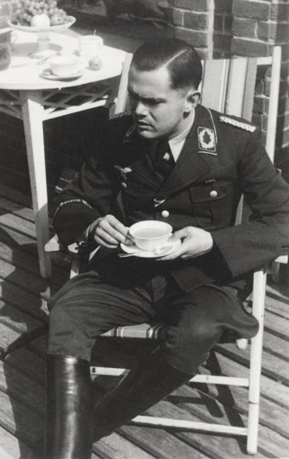 Les soldats de la Luftwaffe au repos ! - Page 2 B112