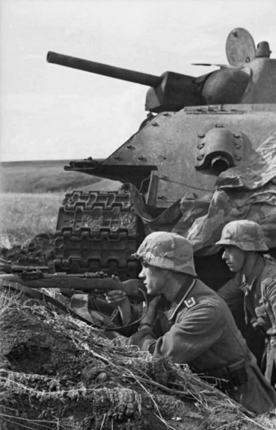 1945, la Wehrmacht et l'armée américaine attaquent l'Union Soviétique ! - Page 5 Gcjfy110