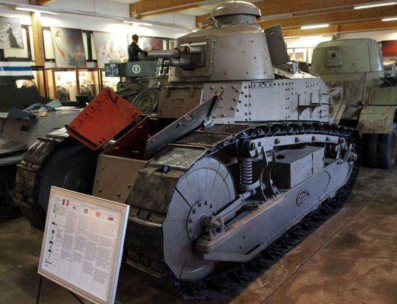 Musée des Blindés de Finlande et autres vestiges de guerre - Page 2 Img_1110