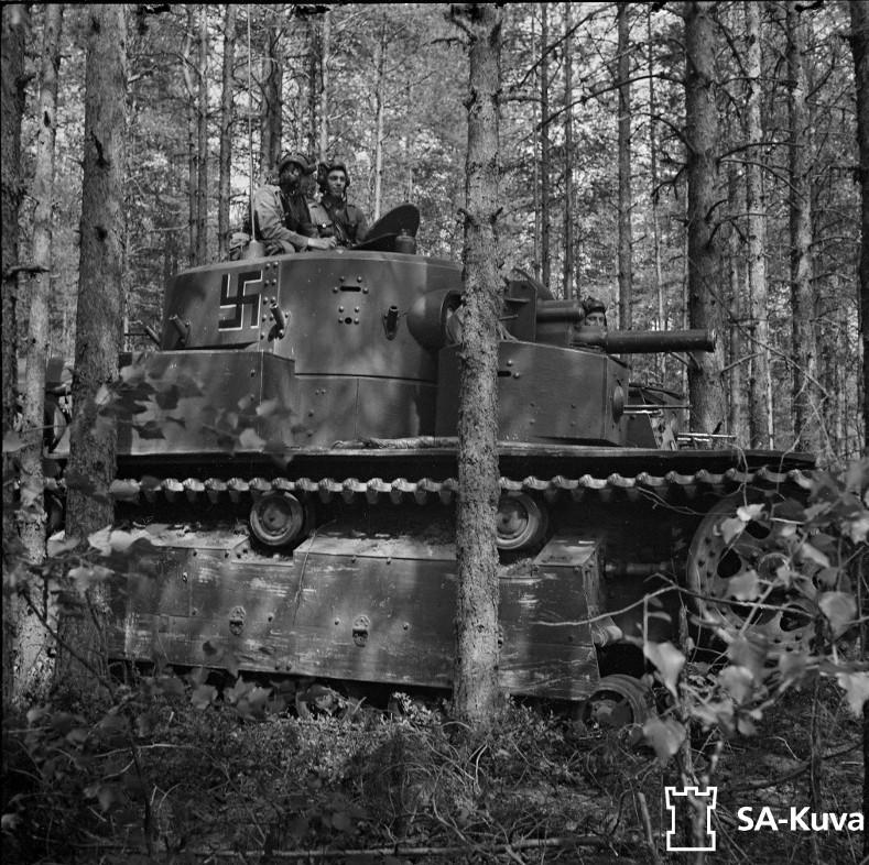 Musée des Blindés de Finlande et autres vestiges de guerre - Page 2 T28111