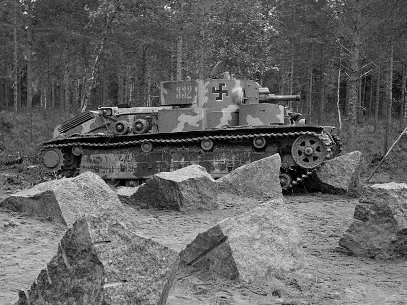 Musée des Blindés de Finlande et autres vestiges de guerre - Page 2 T28211