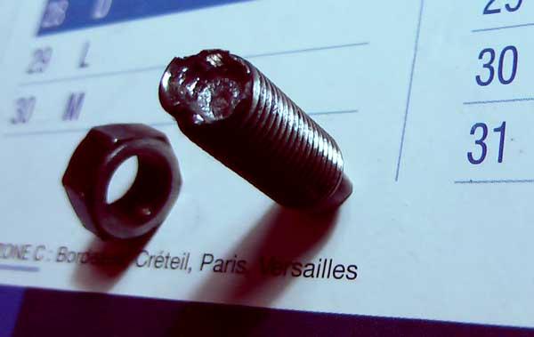 VT500E : vis de réglage soupape écrasée / remplacement culasse 0002b10