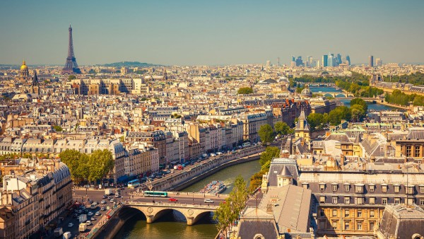 Le Sahel, nouvelle cible économique de la France Paris-10