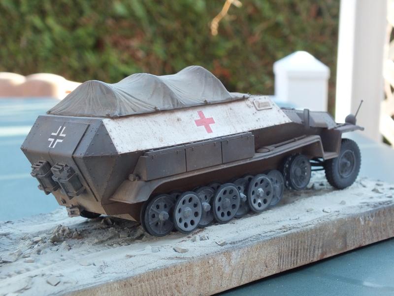 Sdkfz 251-8 C KrankenPanzerWagen base Dragon Sdkfz 251/1 C réf : 6246 Dscf7719