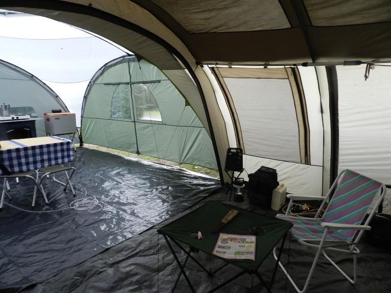 Quechua T6.2 XL & Coleman event shelter 4.5 x 4.5m Dscn0314