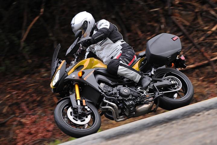 Yamaha décline la Tracer en version Racing !! Y_fj-010
