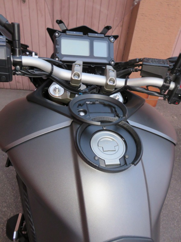 Givi - Supports valises \ top case \ tanklock - Page 2 Yy_mg_10