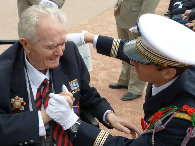 8 mai 2015 remise de la légion d'honneur à M. André Peyronie. 9 mai,  visite de la délégation de l'ambassade de Russie P1040612