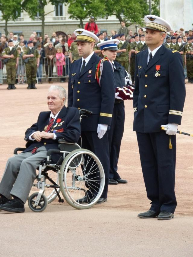 8 mai 2015 remise de la légion d'honneur à M. André Peyronie. 9 mai,  visite de la délégation de l'ambassade de Russie P1040711