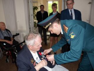 8 mai 2015 remise de la légion d'honneur à M. André Peyronie. 9 mai,  visite de la délégation de l'ambassade de Russie Sam_0510