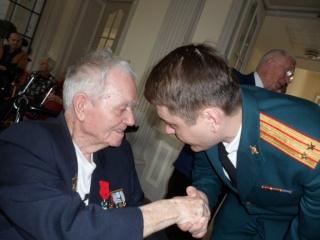 8 mai 2015 remise de la légion d'honneur à M. André Peyronie. 9 mai,  visite de la délégation de l'ambassade de Russie Sam_0511