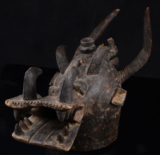 Senufo people, Waanyugo (or Waabele), Helmet Mask,   Korhogo District, Ivory Coast 209d10