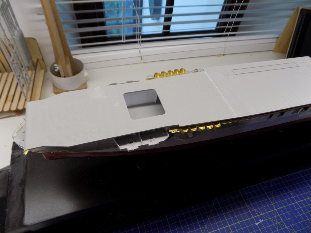 "USS HORNET CV-8 ""Raid on Tokyo"" 1/350 de Trumpeter - Page 4 Dscn1411"