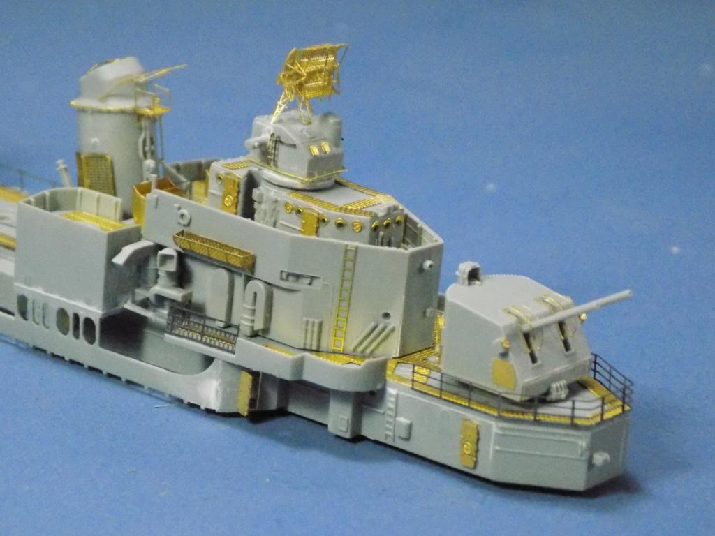 USS Gearing DD-710 1945 Dragon 1/350ème - Page 2 Dscn1535