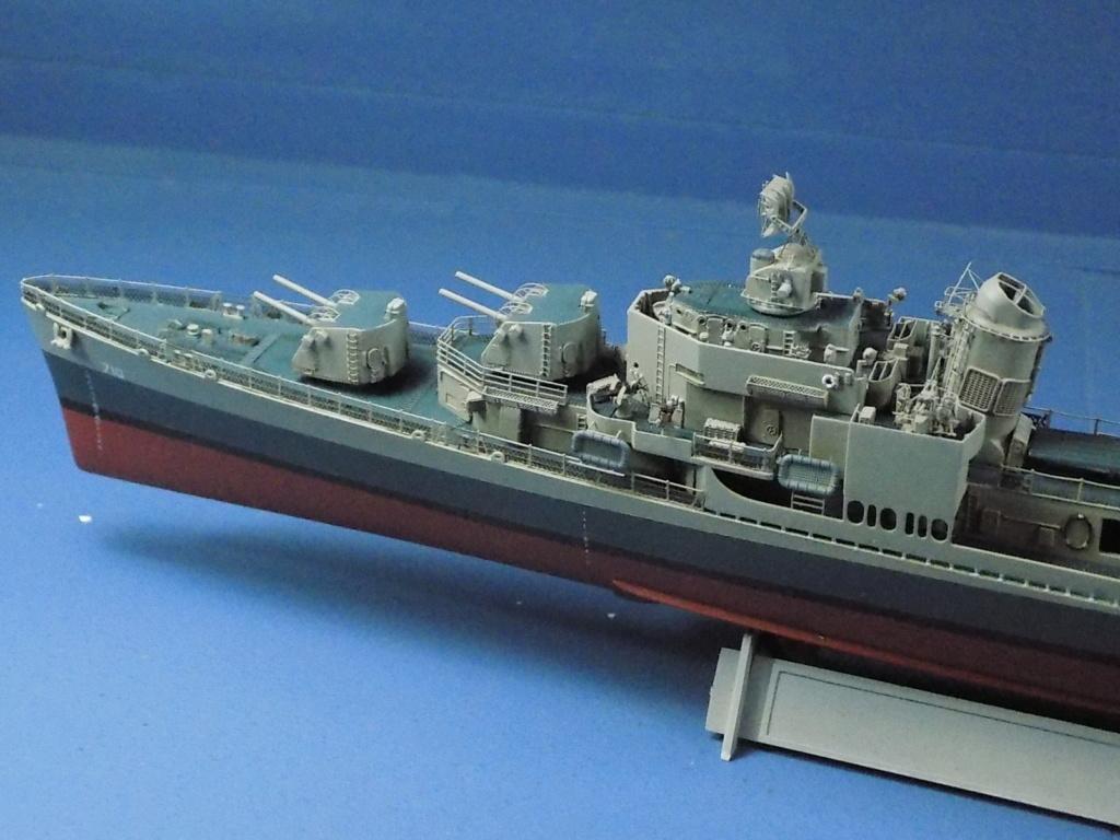 USS Gearing DD-710 1945 Dragon 1/350ème - Page 3 Dscn1568