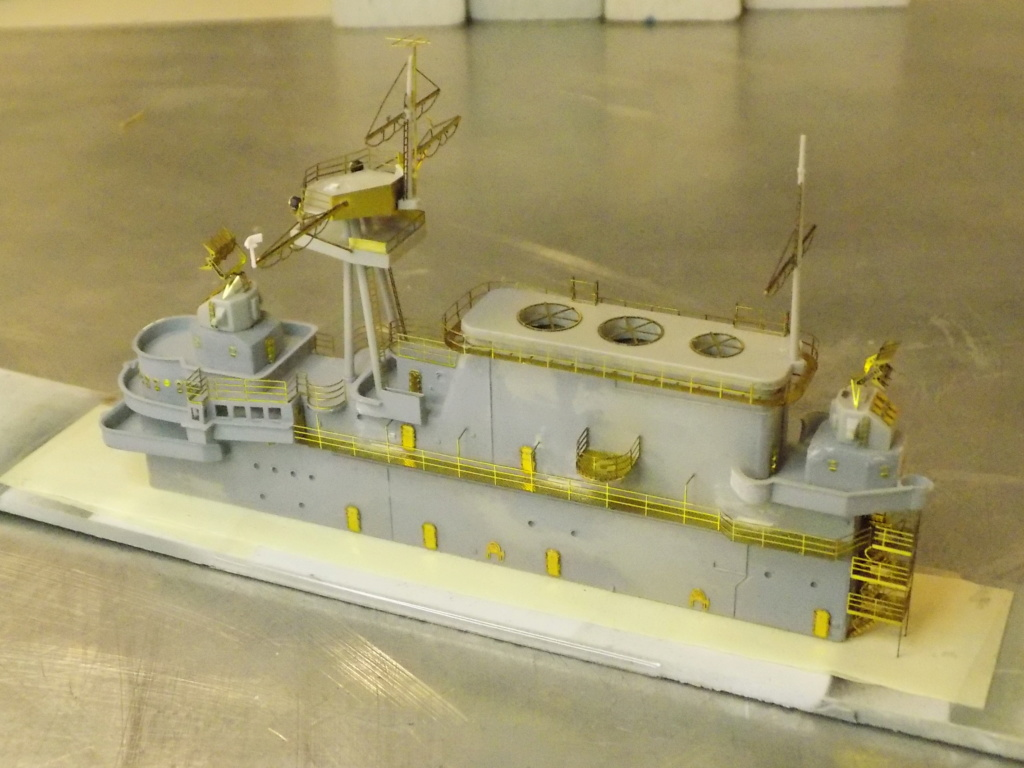 "USS HORNET CV-8 ""Raid on Tokyo"" 1/350 de Trumpeter - Page 8 Dscn1713"
