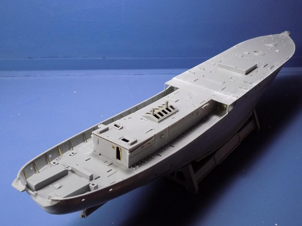 HMS Buttercup frégate belge de la class Flower au 1/144 de Revell Dscn1968