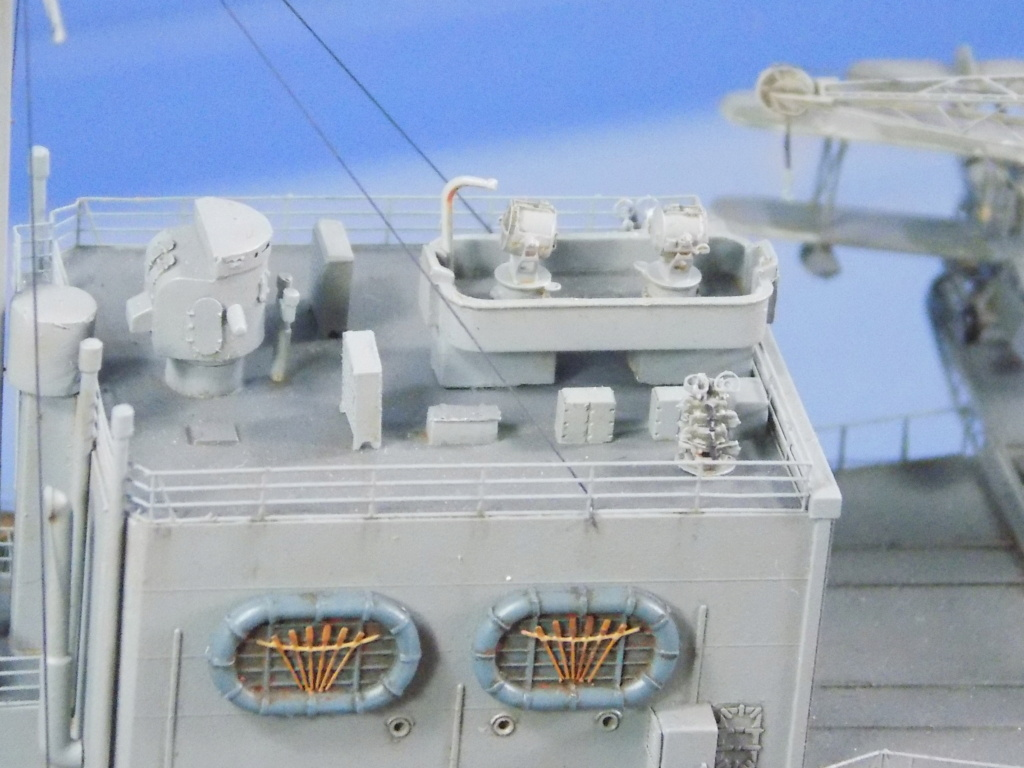 hms cornwall?tid=7961bd82692d7af48d3736abc49ecb2b - HMS Cornwall 1942 Trumpeter 1/350ème Dscn2431