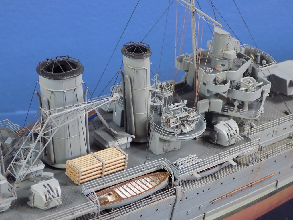 hms cornwall?tid=7961bd82692d7af48d3736abc49ecb2b - HMS Cornwall 1942 Trumpeter 1/350ème Dscn2432