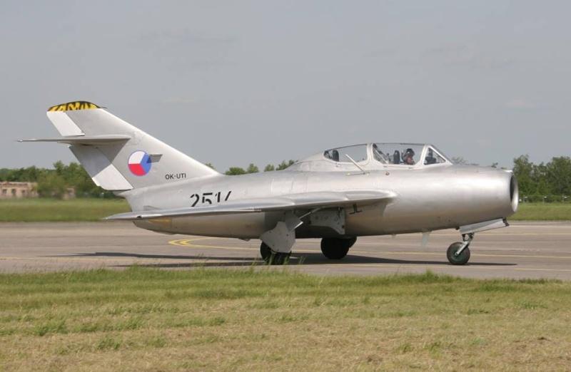 Photos d'avions militaires - Page 27 141