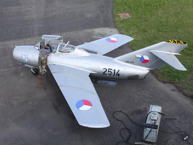 Photos d'avions militaires - Page 27 142