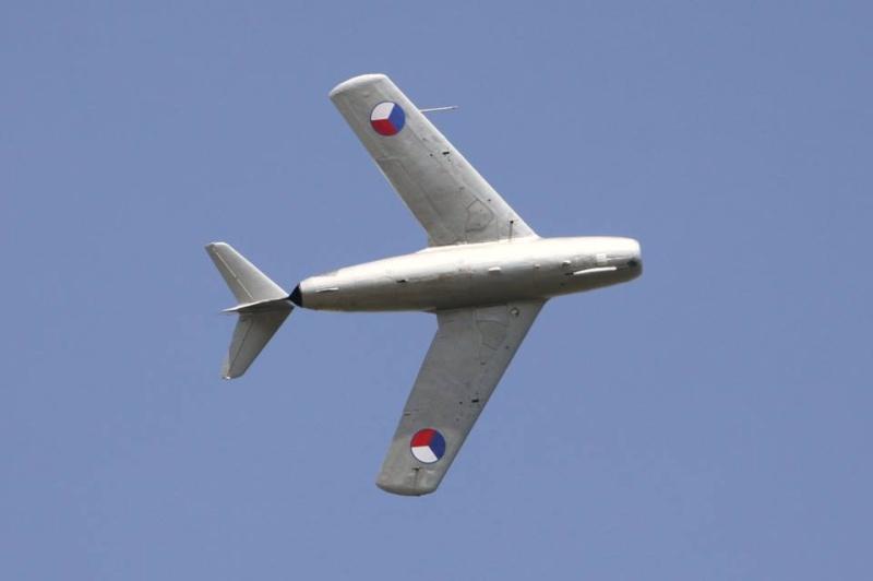 Photos d'avions militaires - Page 27 232