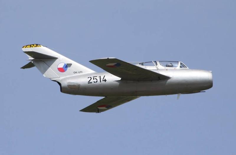 Photos d'avions militaires - Page 27 327