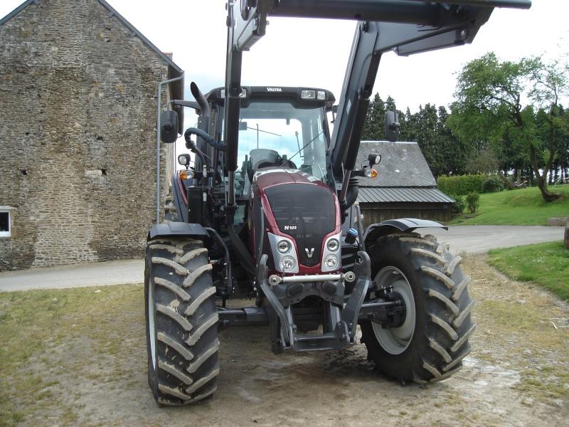Photos de vos tracteurs - Page 6 Valtra11