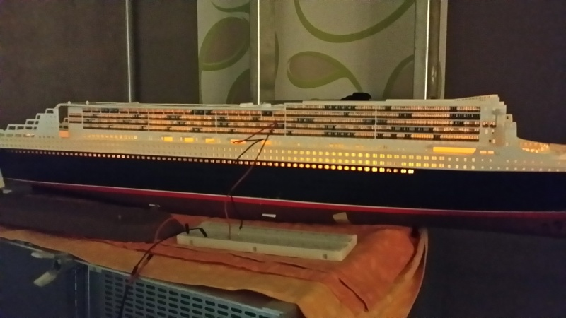 RMS Queen Mary 2 [Revell+éclairage Fibre+LED 1/400°] de erfrance60 - Page 4 2015-029