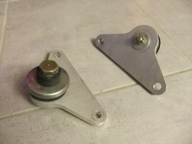"""Support moteurs Ford """"windsor"""" (vendu) Dscf4412"""