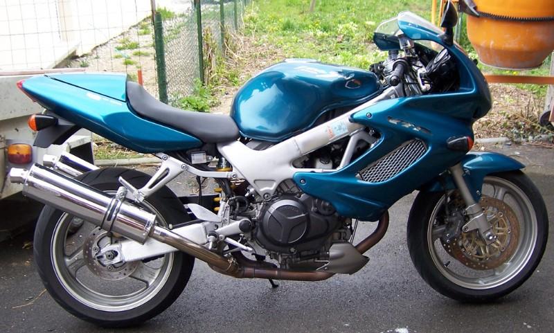 [VENDUE] Honda 1000 VTR Firestorm 2001 100_4615