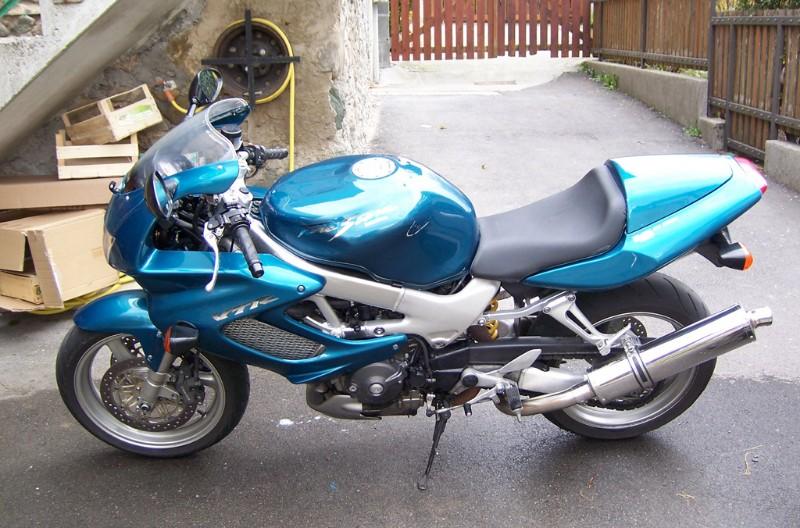 [VENDUE] Honda 1000 VTR Firestorm 2001 100_4620