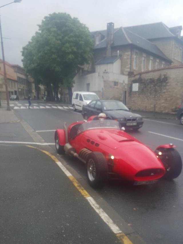 Petite rencontre dans Villefranche de Rouergue. Jag110