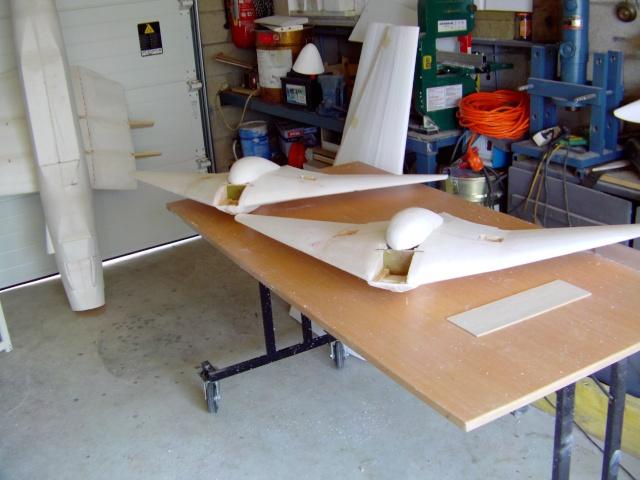 Construction de 2 Horten HO 229 avec des chutes de polystyrène Horten36